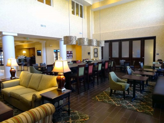 Hampton Inn and Suites of Shelton Vineyard Lobby and Dining Area