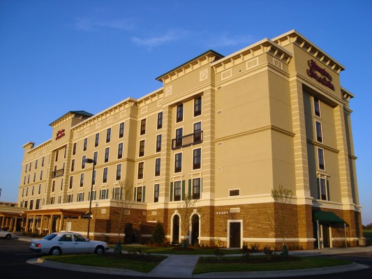 Hampton Inn and Suites of Shelton Vineyard Full Building Shot